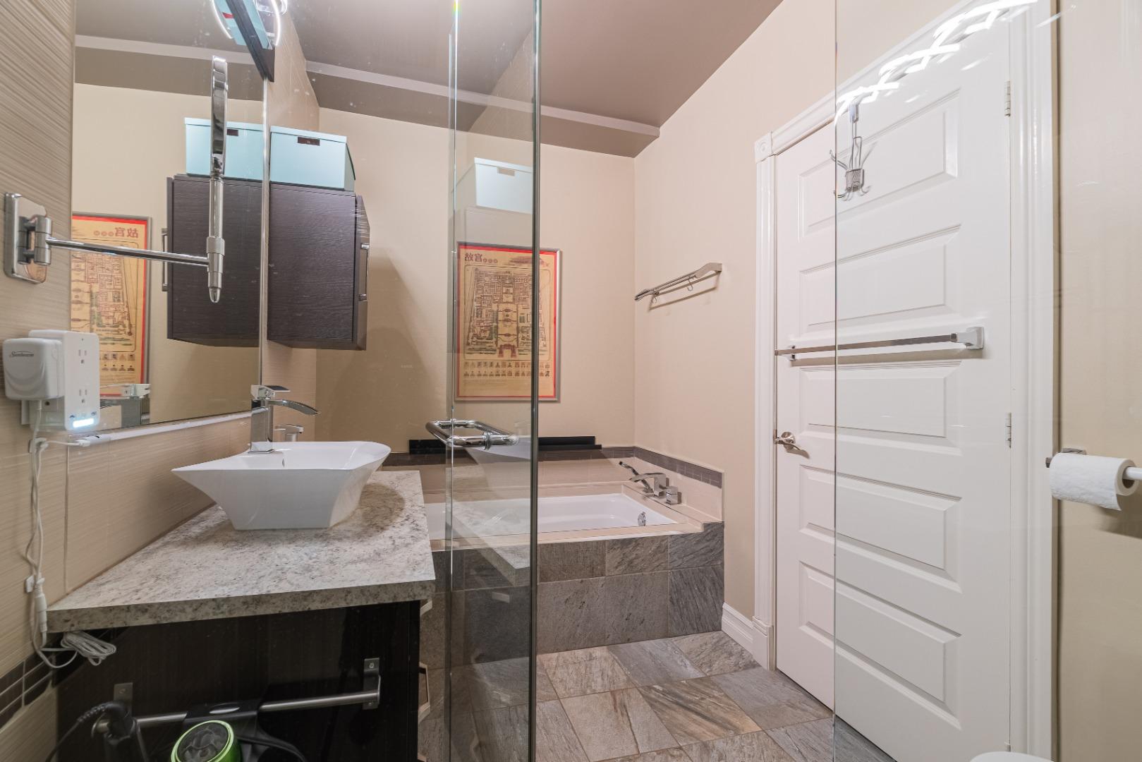 Duplex_à_vendre_Montréal_le_plateau_Mont_Royal_4560-4562_Rue_de_Mentana_Montréal-GL(13).jpg