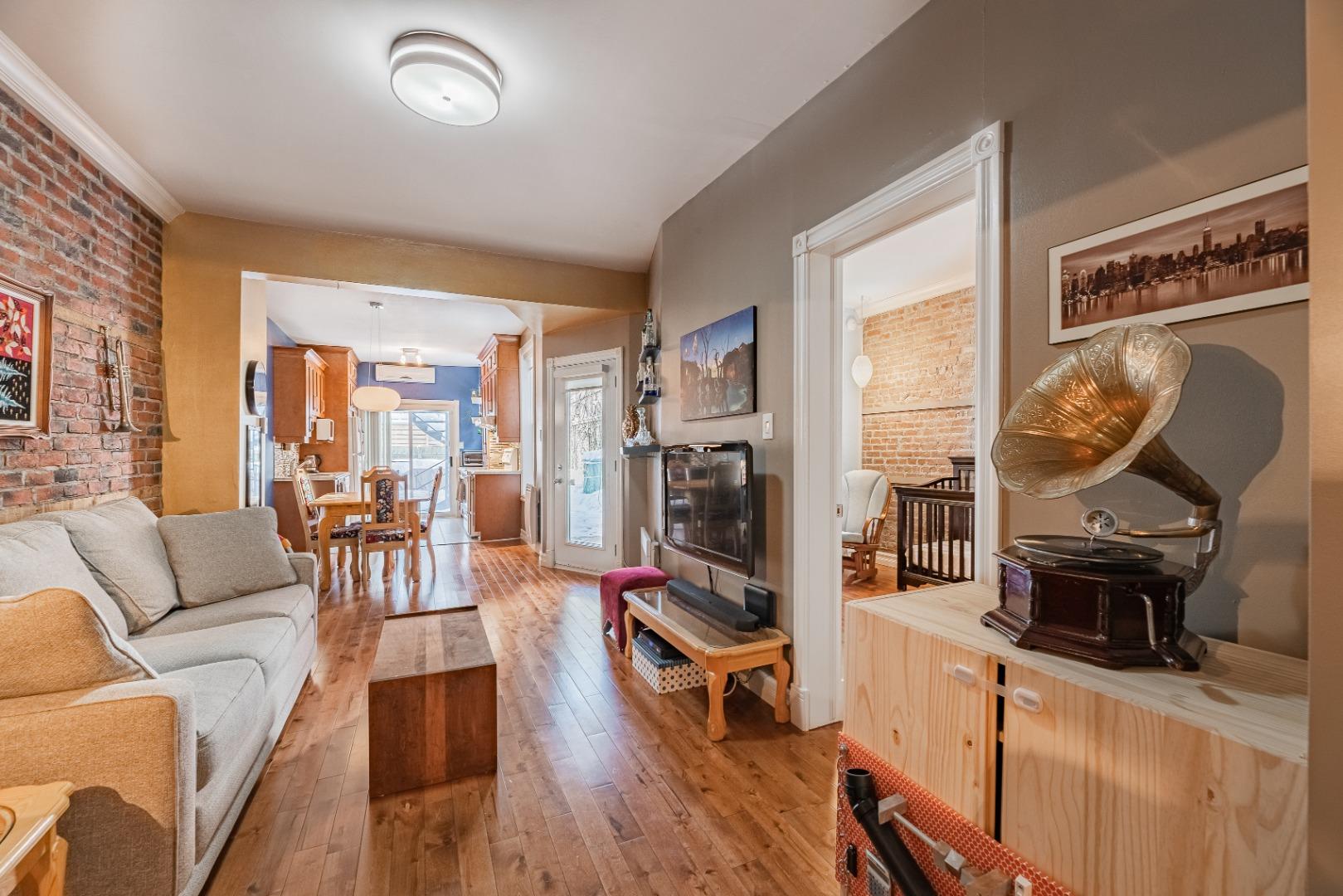 Duplex_à_vendre_Montréal_le_plateau_Mont_Royal_4560-4562_Rue_de_Mentana_Montréal-GL(7).jpg